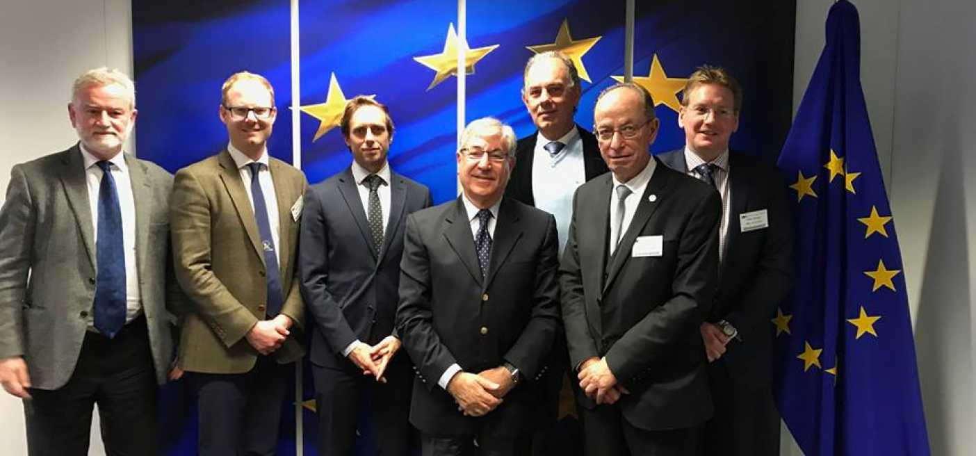Face ir ES komisaras